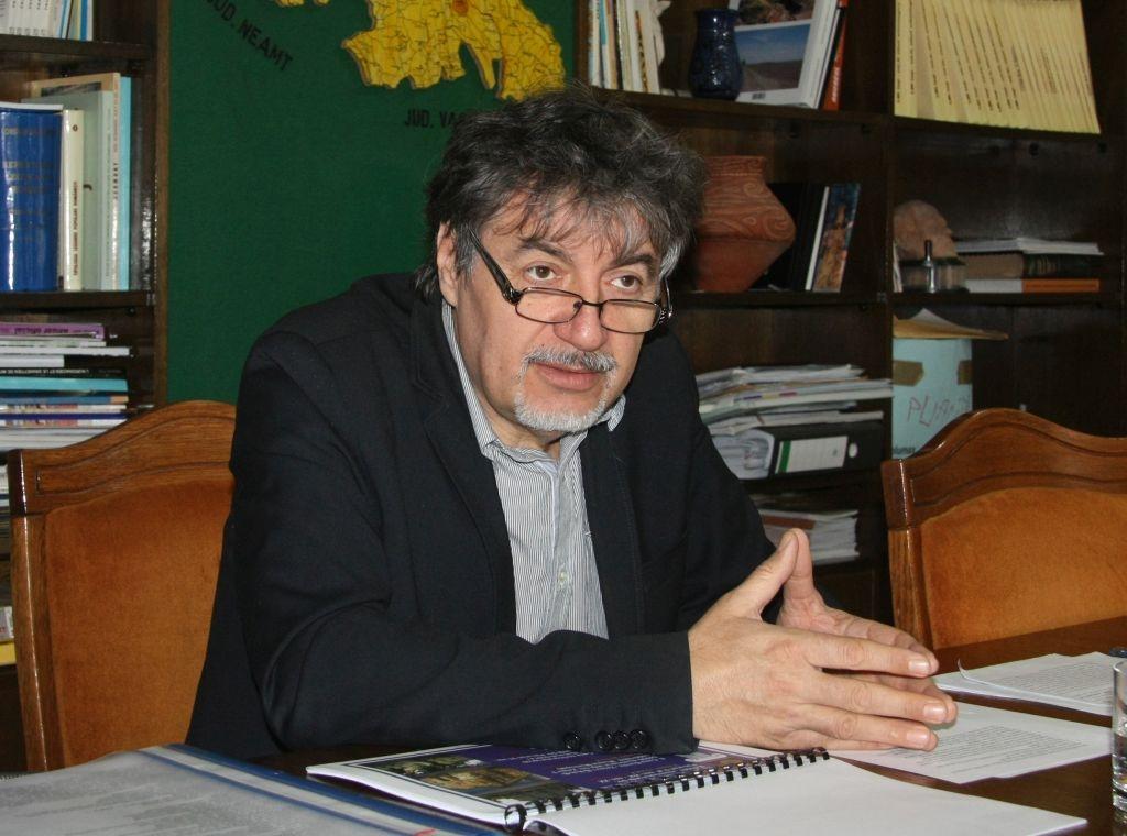 Virgil Babai (sursă http://www.ziarulevenimentul.ro/stiri/moldova/monumentele-istorice-se-prabusesc-in-capul-autoritatilor--217198551.html )